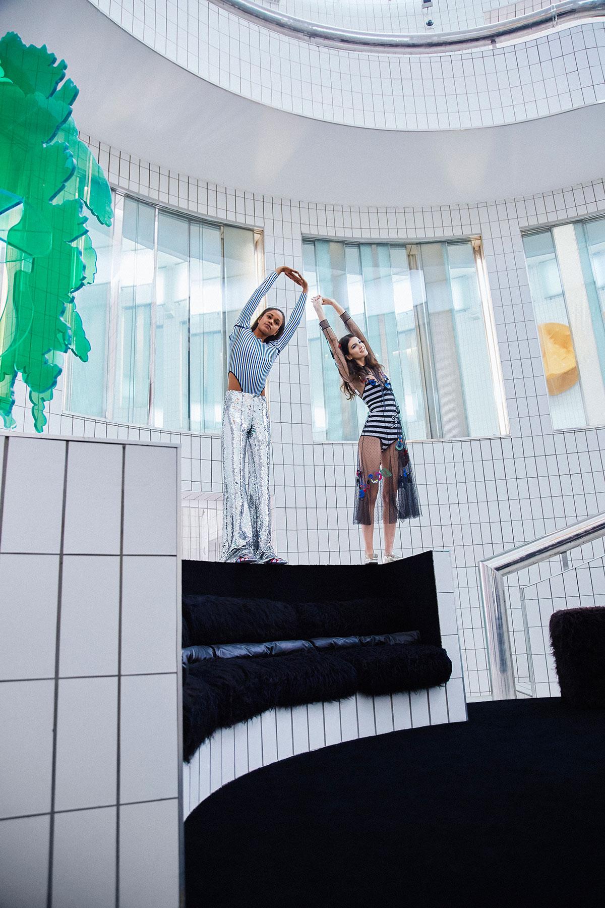 Vogue Italia - There Are Two Fishes On My Sofa. Par Matteo Strocchia, Sarah Venturini.